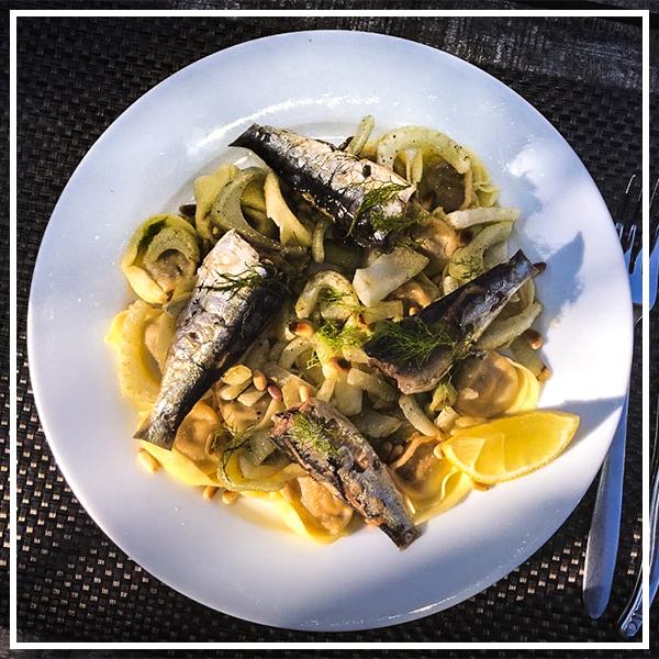 Tortelloni met venkel, sardines en pijnboompitten